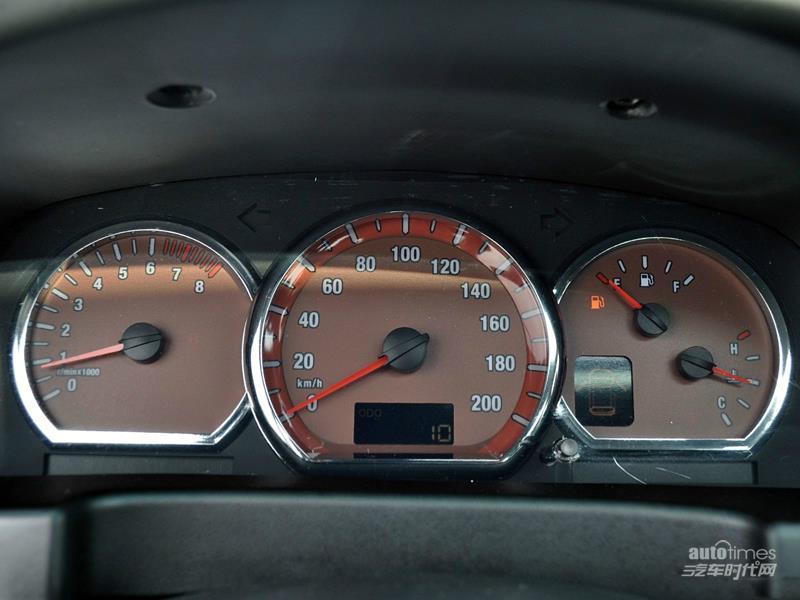 东风风行 菱智 2011款 2.4 QA 标准版 短车 车身外观图片高清图片