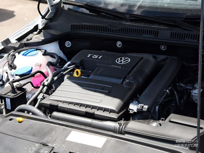 在动力方面,新速腾简直可以用丰富这个词来形容,它共拥有1.8TSI、1.4TSI、2.0L、1.6L四款发动机,与之匹配的变速器有7速DSG、6速Tiptronic手自一体及6速双离合变速器和5速手动变速器。 全新速腾拥有无钥匙进入和一键启动系统,令进入车内和启动过程更加轻松简单,潇洒出行,从接近爱车的第一刻开始。座椅加热和双区自动空调等功能,则体现出新速腾对消费者的细微关怀。更值得一提的是,新速腾的多媒体系统内置蓝牙功能,支持蓝牙免提电话和蓝牙音频播放,并可通过多功能方向盘控制选曲、音量调节等。在长途